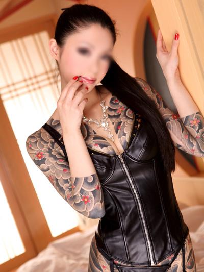【おっぱい】おしゃれタトゥーから激コワ和彫りまで!タトゥーを入れたビッチそうな女の子たちのおっぱい画像集!ww【80枚】 77