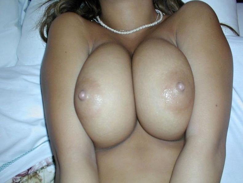【おっぱい】作られた感の無い自然なデカパイの素人娘が豊満な乳房と乳首も晒してくれちゃった素人巨乳のおっぱい画像集!ww【80枚】 79