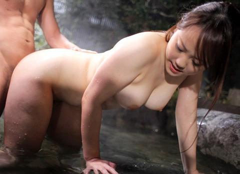 【おっぱい】露天風呂を貸し切りにして美乳な彼女と思う存分セックス!!湯船にザーメン浮いちゃった露天風呂セックスのおっぱい画像集w【80枚】 34