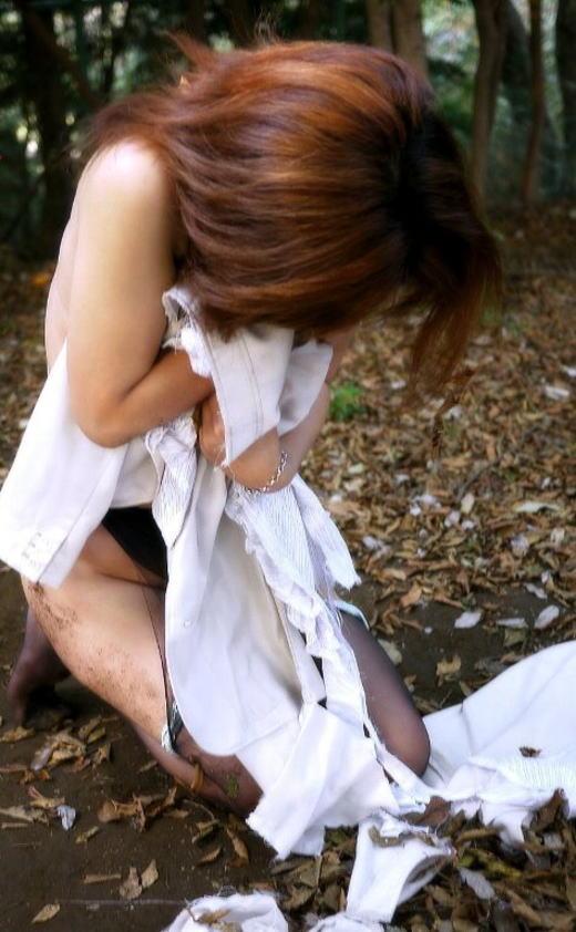 【おっぱい】美女のブラウスや制服をビリビリに破って美乳をボロンと露出させてレイプ調教したった服破りのおっぱい画像集ww【80枚】 11