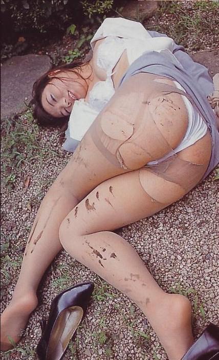 【おっぱい】美女のブラウスや制服をビリビリに破って美乳をボロンと露出させてレイプ調教したった服破りのおっぱい画像集ww【80枚】 40