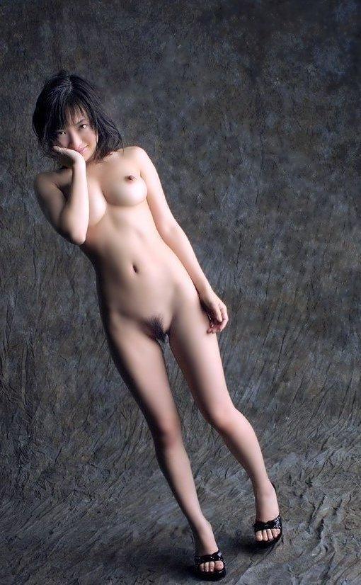 【おっぱい】美脚お姉さんがハイヒールを履いた状態で自慢の美乳を露出して誘ってくれてるハイヒールのおっぱい画像集ww【80枚】 48