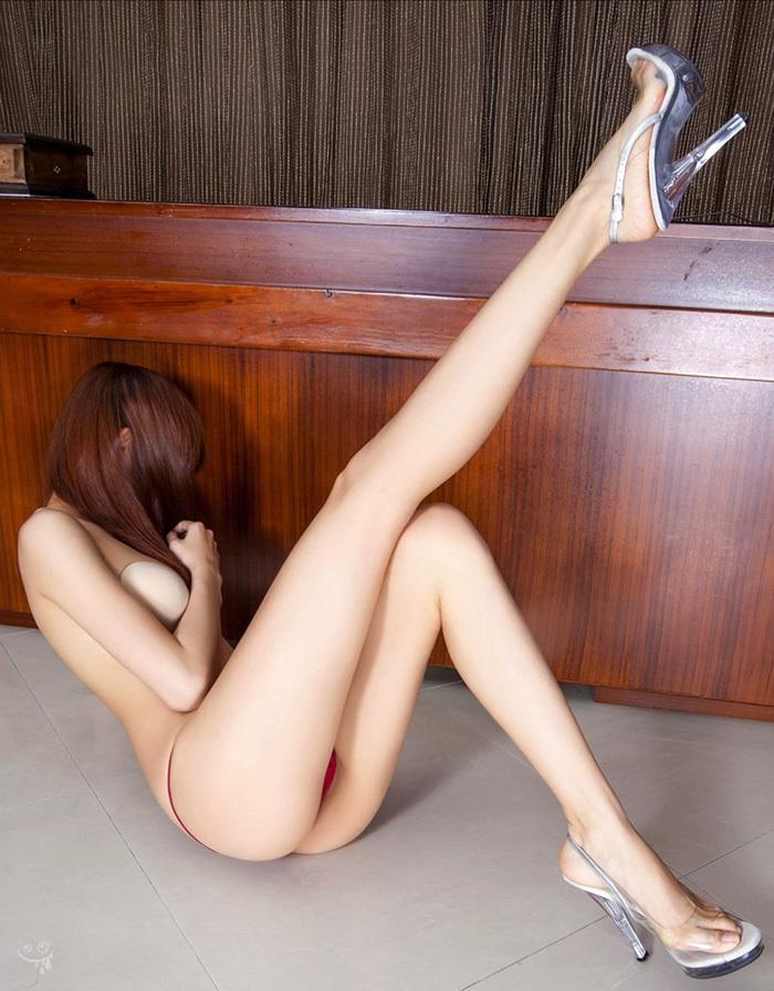 【おっぱい】美脚お姉さんがハイヒールを履いた状態で自慢の美乳を露出して誘ってくれてるハイヒールのおっぱい画像集ww【80枚】 55
