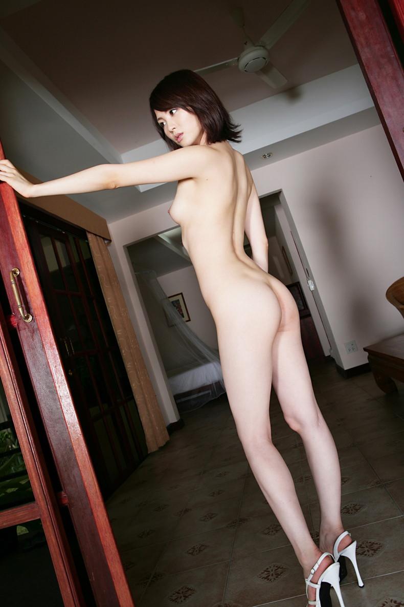 【おっぱい】美脚お姉さんがハイヒールを履いた状態で自慢の美乳を露出して誘ってくれてるハイヒールのおっぱい画像集ww【80枚】 64