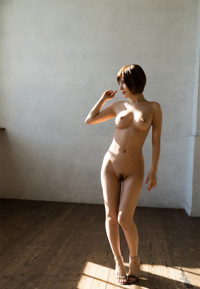 【おっぱい】美脚お姉さんがハイヒールを履いた状態で自慢の美乳を露出して誘ってくれてるハイヒールのおっぱい画像集ww【80枚】 71