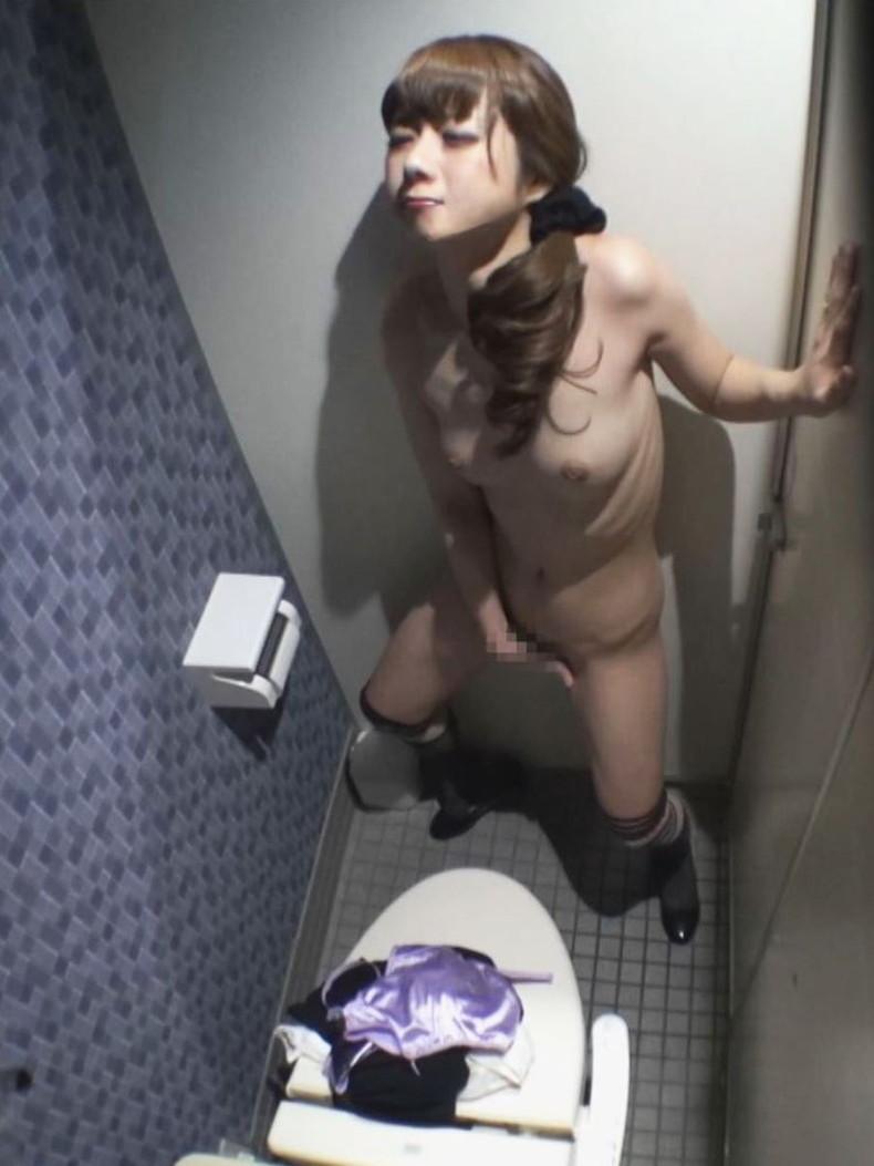 【おっぱい】トイレで乳首晒して弄りながらM字開脚で手マンしちゃってる女子を集めたトイレオナニーのおっぱい画像集w【80枚】 64