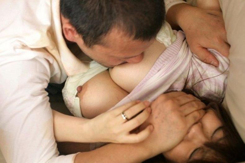【おっぱい】乳首をちゅーちゅー吸われてアヘ顔を晒しちゃってる乳首吸いのおっぱい画像集ww【80枚】 76