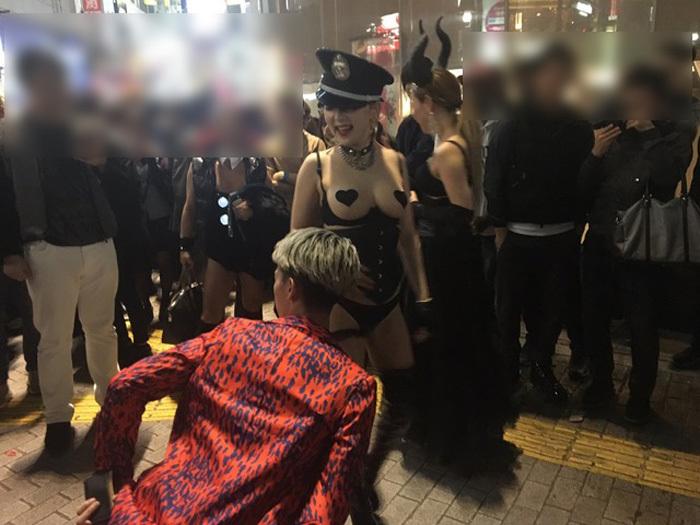 【おっぱい】ハロウィンで泥酔しヒャッハー状態で胸を強調したり露出してる仮装素人女子のおっぱい画像集w【80枚】 13