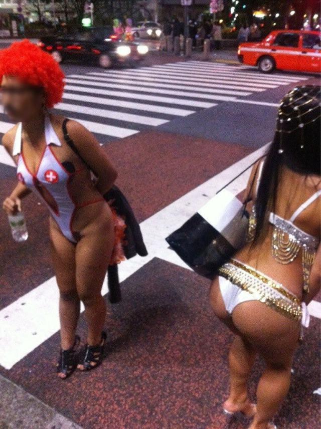 【おっぱい】ハロウィンで泥酔しヒャッハー状態で胸を強調したり露出してる仮装素人女子のおっぱい画像集w【80枚】 14