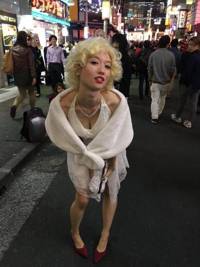 【おっぱい】ハロウィンで泥酔しヒャッハー状態で胸を強調したり露出してる仮装素人女子のおっぱい画像集w【80枚】 17