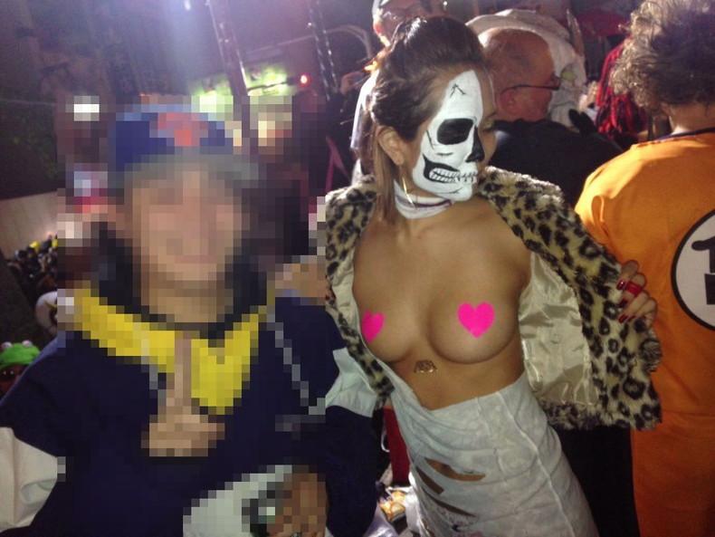 【おっぱい】ハロウィンで泥酔しヒャッハー状態で胸を強調したり露出してる仮装素人女子のおっぱい画像集w【80枚】 43