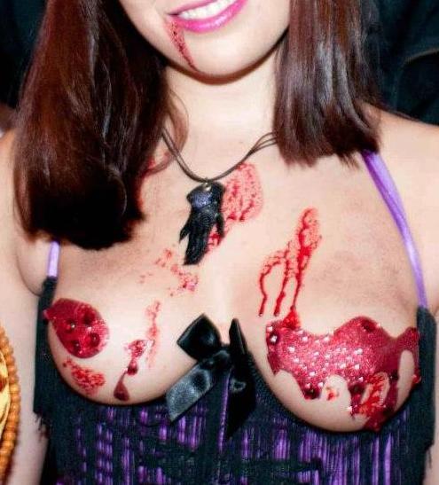 【おっぱい】ハロウィンで泥酔しヒャッハー状態で胸を強調したり露出してる仮装素人女子のおっぱい画像集w【80枚】 54