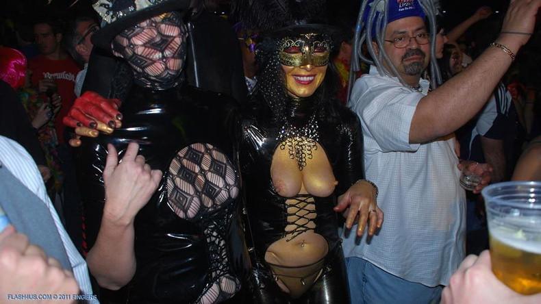 【おっぱい】ハロウィンで泥酔しヒャッハー状態で胸を強調したり露出してる仮装素人女子のおっぱい画像集w【80枚】 68