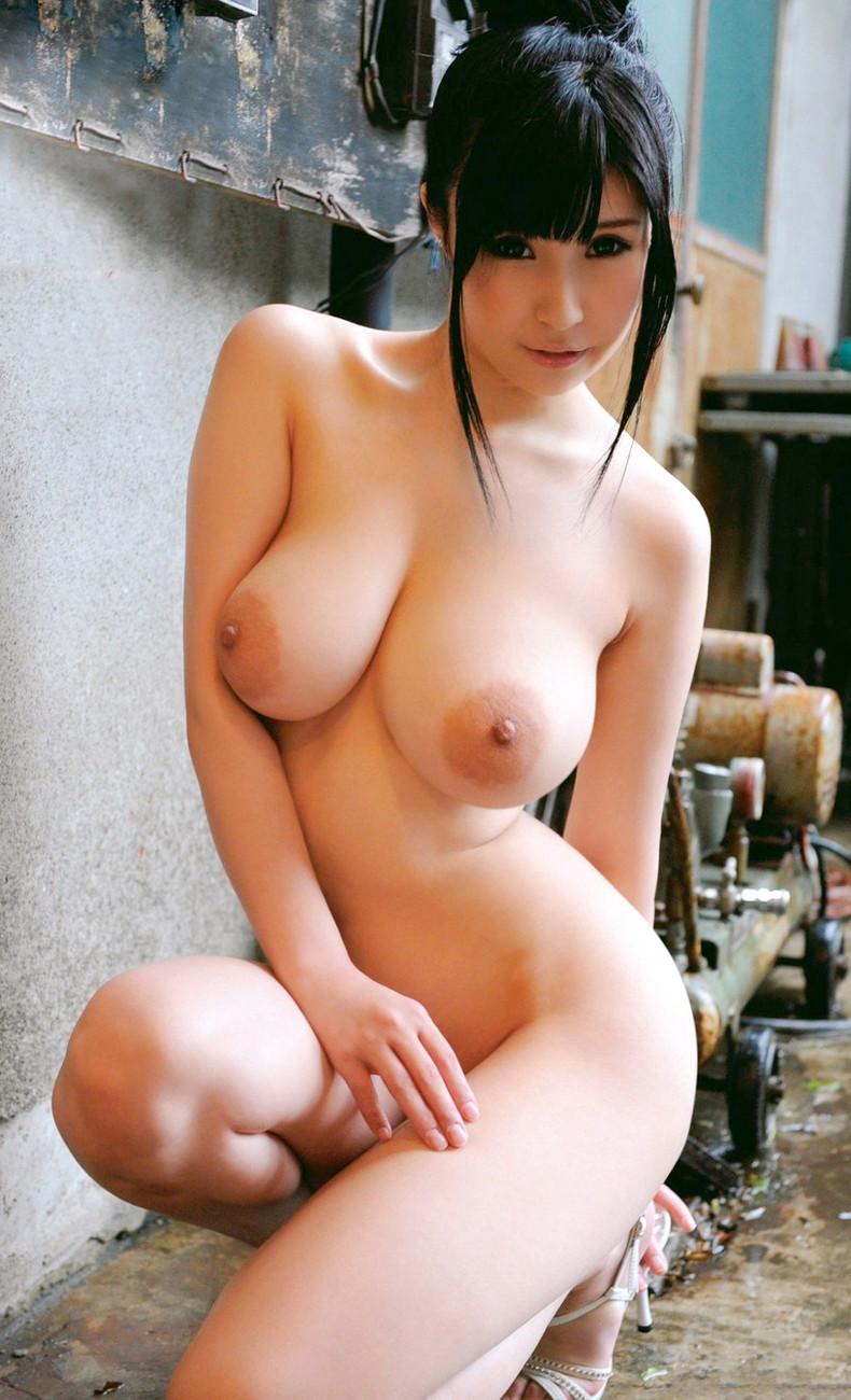 【おっぱい】ハイヒール履いたまま全裸で美脚と美巨乳を主張させてるハイヒールおっぱい画像集【80枚】 15