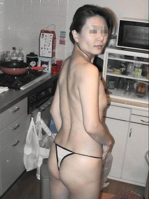【おっぱい】キッチンで料理作らず子作りしちゃって美乳露出する台所おっぱい画像集w【80枚】 40