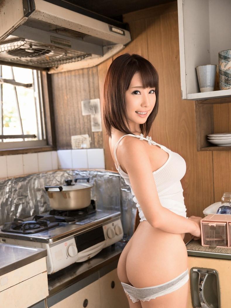 【おっぱい】キッチンで料理作らず子作りしちゃって美乳露出する台所おっぱい画像集w【80枚】 72
