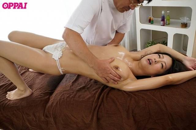 【おっぱい】巨乳過ぎて肩がこる女性たちに整体師がスペンス乳腺調教!自慢のおっぱい弄ってセクハラしまくる整体おっぱい画像集ww【80枚】 54