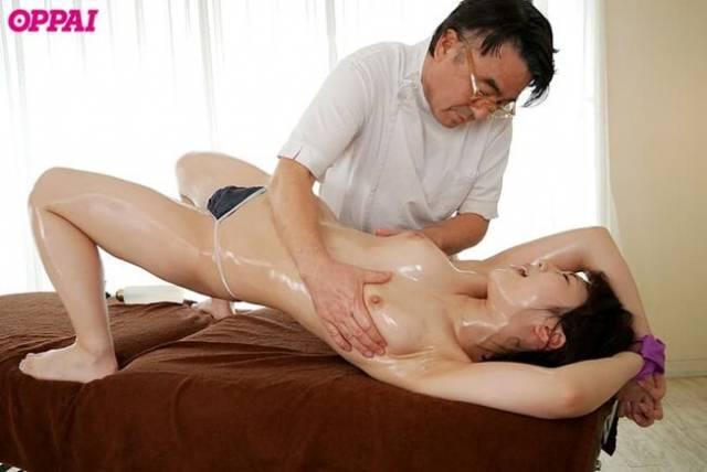 【おっぱい】巨乳過ぎて肩がこる女性たちに整体師がスペンス乳腺調教!自慢のおっぱい弄ってセクハラしまくる整体おっぱい画像集ww【80枚】 76