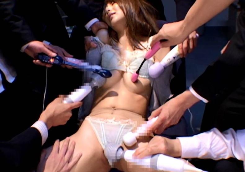 【おっぱい】乳首に電マをあてられビンビンに勃起して美乳がブルンブルン揺れてる乳首電マのおっぱい画像集ww【80枚】 44