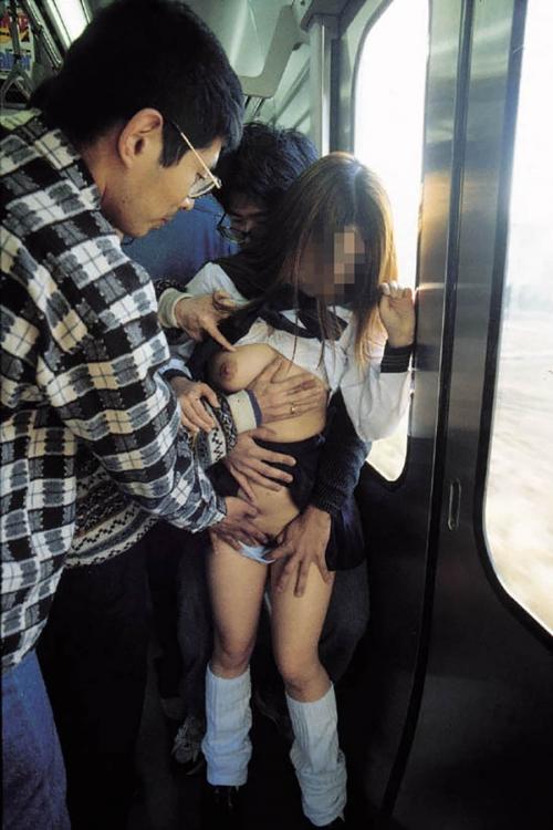 【おっぱい】バスや電車で乳首露出させられ痴漢や輪姦されちゃってるOLやJK達の痴漢おっぱい画像集【80枚】 06