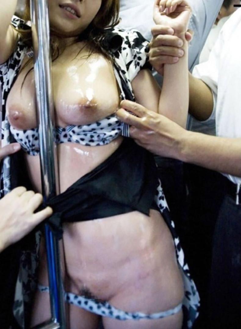 【おっぱい】バスや電車で乳首露出させられ痴漢や輪姦されちゃってるOLやJK達の痴漢おっぱい画像集【80枚】 42