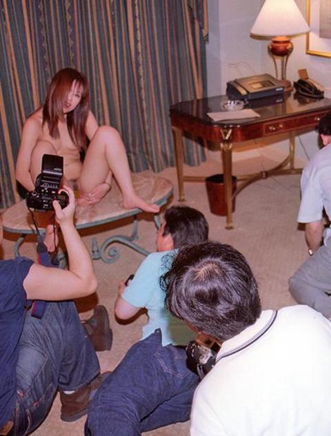 【おっぱい】コスプレイヤーや地下アイドル、人妻のメモリアルヌードの撮影会でカメラ小僧が暴走しておっぱい調教しちゃった撮影会のおっぱい画像集!ww【80枚】 70