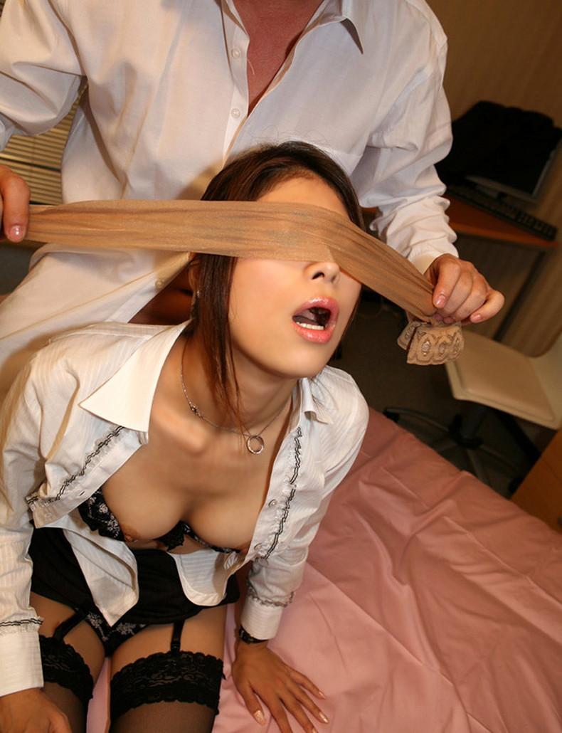 【おっぱい】美乳や巨乳女子が目隠しされ何をされるんだろうと期待感で乳首ピンコ勃ち状態の目隠しおっぱい画像集w【80枚】 74