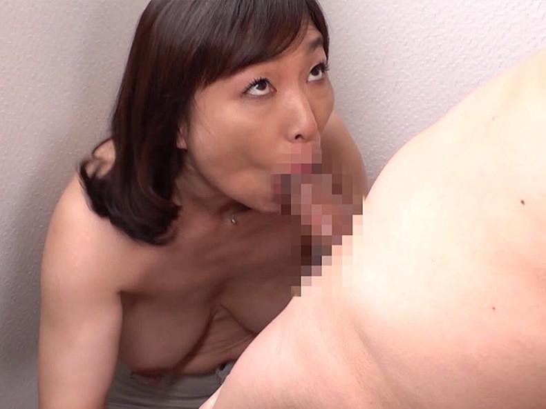 【おっぱい】ぽっちゃり爆乳の変態ママが息子に授乳プレイして近親相姦セックスで筆おろししてるぽっちゃりママのおっぱい画像集!ww【80枚】 27