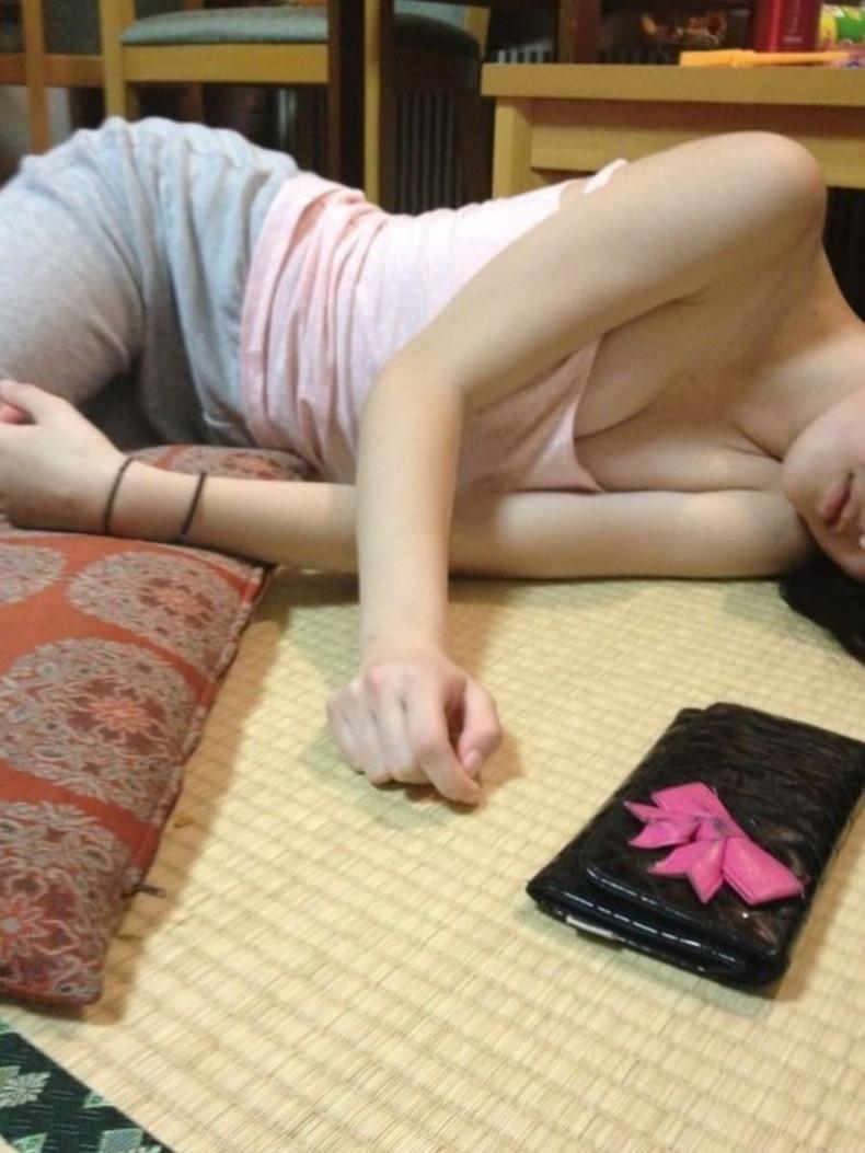 【おっぱい】パジャマやルームウェアでリラックスしてる美少女のおっぱいが無防備過ぎるパジャマ女子のおっぱい画像集!ww【80枚】 32