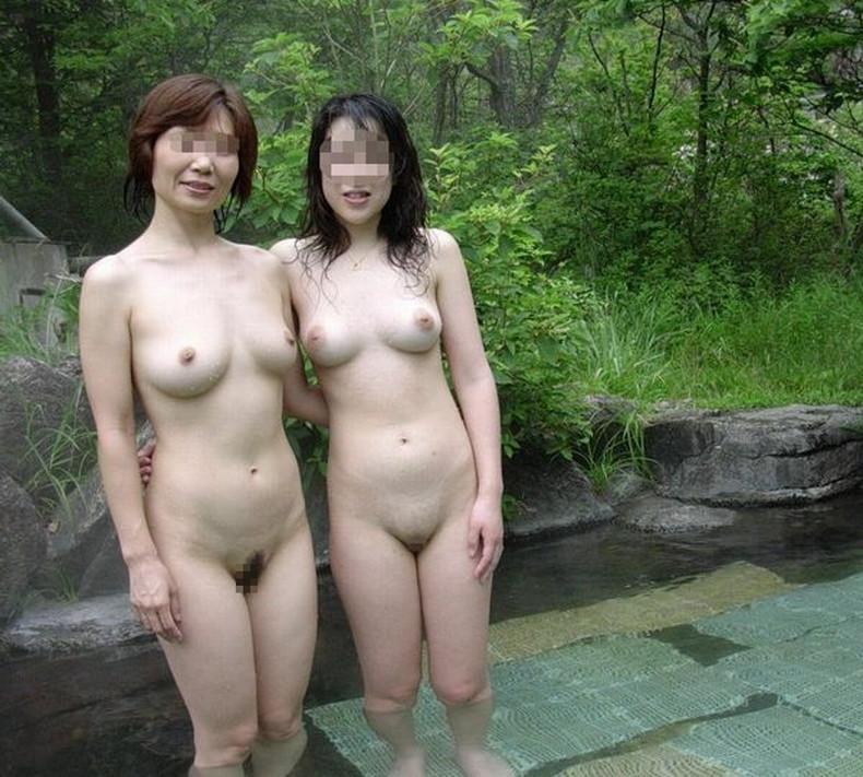 【おっぱい】公園でヒマそうなママ友立ちをナンパして美乳を吸って乳首弄りして不倫セックスしちゃったママ友のおっぱい画像集!ww【80枚】 41