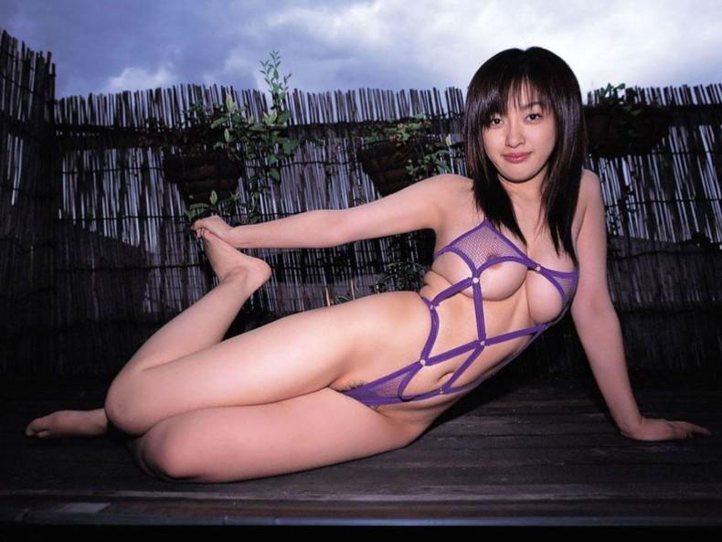 【おっぱい】セクシーなフェロモンが出まくるパープルランジェリーで誘惑してくれてるデカパイお姉さんたちの紫下着のおっぱい画像集!w【80枚】 09