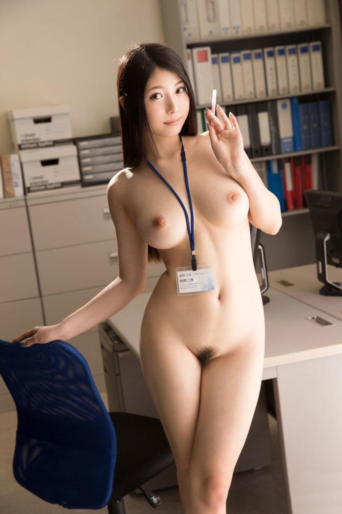 【おっぱい】オフィス内で制服やスーツ脱いで乳首露出しちゃってる、こんな会社に転職したくなるOLおっぱい画像集【80枚】 03