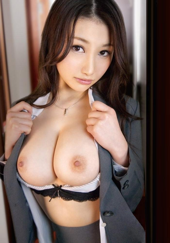 【おっぱい】オフィス内で制服やスーツ脱いで乳首露出しちゃってる、こんな会社に転職したくなるOLおっぱい画像集【80枚】 05