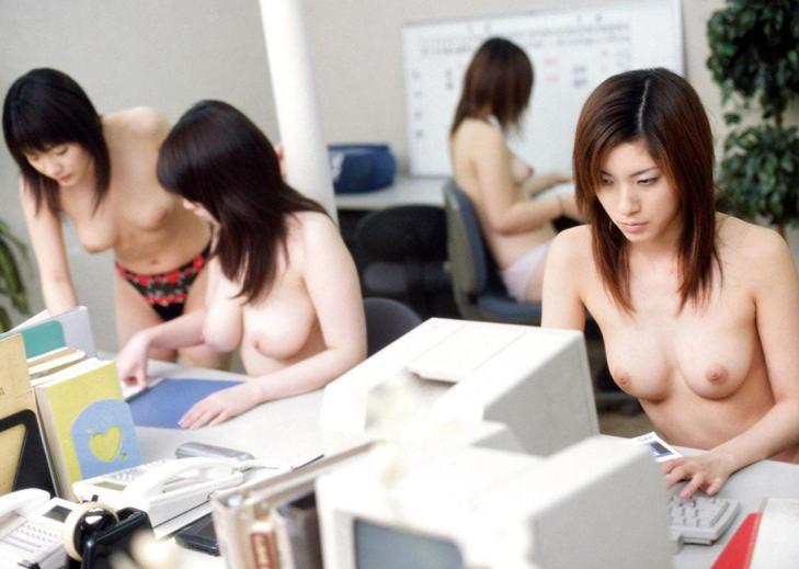 【おっぱい】オフィス内で制服やスーツ脱いで乳首露出しちゃってる、こんな会社に転職したくなるOLおっぱい画像集【80枚】 34