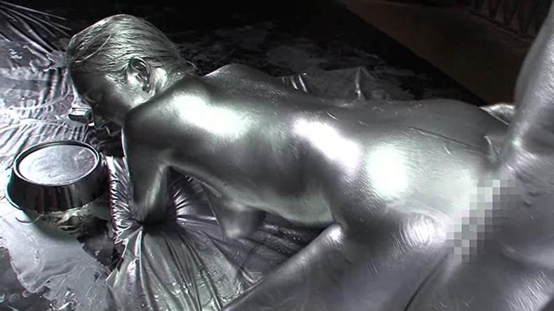 【おっぱい】金粉銀粉塗られて神々しくなってる黒ギャルならぬ金銀ギャルたちの金粉おっぱい画像集【80枚】 06