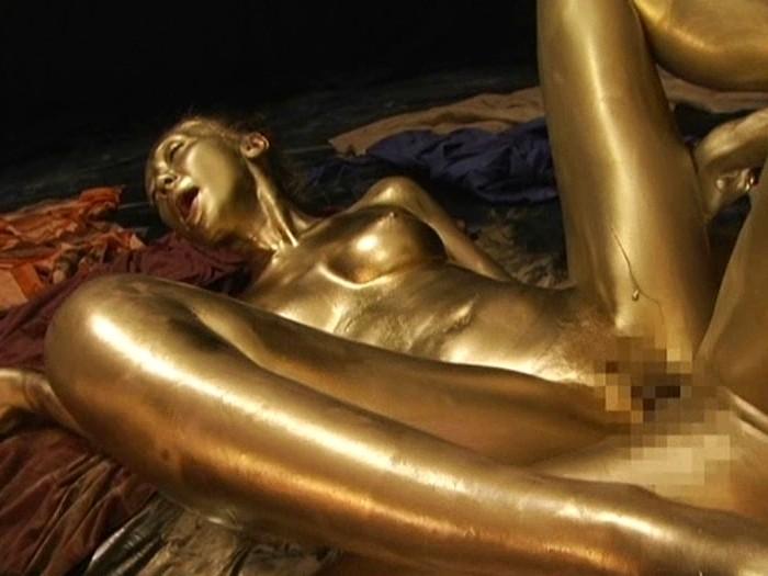 【おっぱい】金粉銀粉塗られて神々しくなってる黒ギャルならぬ金銀ギャルたちの金粉おっぱい画像集【80枚】 16