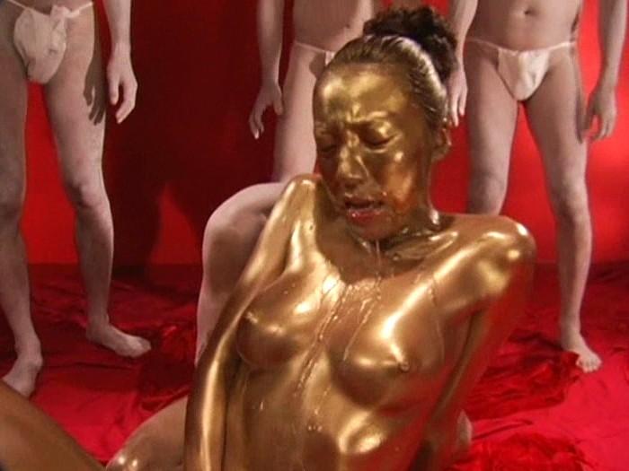 【おっぱい】金粉銀粉塗られて神々しくなってる黒ギャルならぬ金銀ギャルたちの金粉おっぱい画像集【80枚】 21