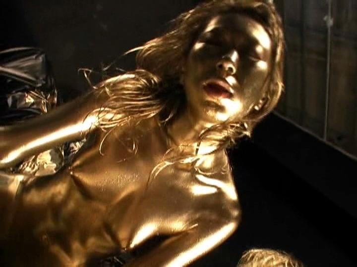【おっぱい】金粉銀粉塗られて神々しくなってる黒ギャルならぬ金銀ギャルたちの金粉おっぱい画像集【80枚】 28