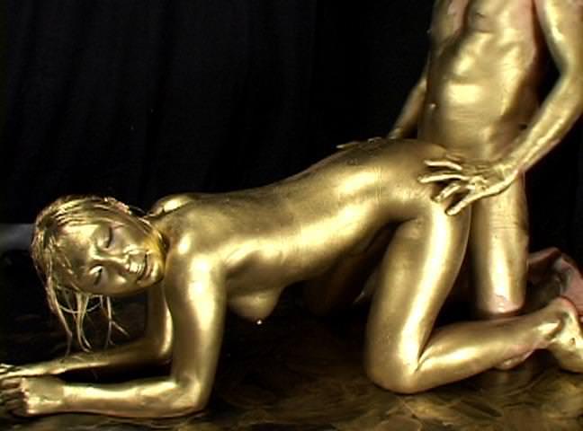 【おっぱい】金粉銀粉塗られて神々しくなってる黒ギャルならぬ金銀ギャルたちの金粉おっぱい画像集【80枚】 30
