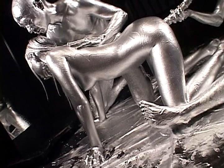 【おっぱい】金粉銀粉塗られて神々しくなってる黒ギャルならぬ金銀ギャルたちの金粉おっぱい画像集【80枚】 32