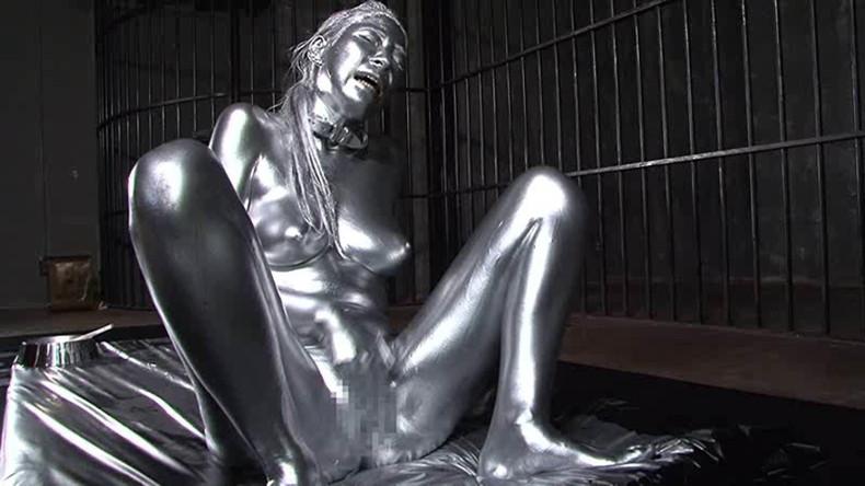 【おっぱい】金粉銀粉塗られて神々しくなってる黒ギャルならぬ金銀ギャルたちの金粉おっぱい画像集【80枚】 34