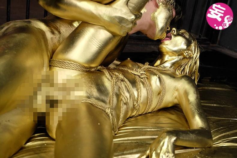 【おっぱい】金粉銀粉塗られて神々しくなってる黒ギャルならぬ金銀ギャルたちの金粉おっぱい画像集【80枚】 35