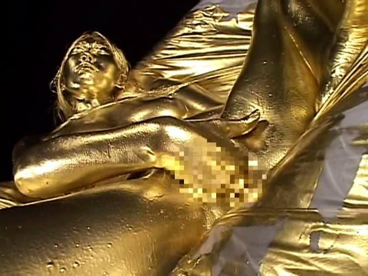 【おっぱい】金粉銀粉塗られて神々しくなってる黒ギャルならぬ金銀ギャルたちの金粉おっぱい画像集【80枚】 47