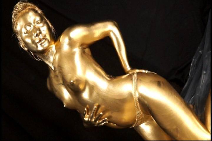 【おっぱい】金粉銀粉塗られて神々しくなってる黒ギャルならぬ金銀ギャルたちの金粉おっぱい画像集【80枚】 52