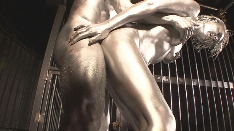 【おっぱい】金粉銀粉塗られて神々しくなってる黒ギャルならぬ金銀ギャルたちの金粉おっぱい画像集【80枚】 65