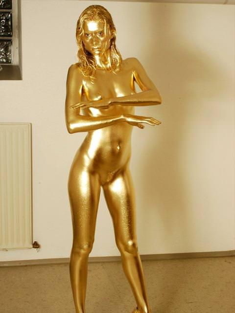 【おっぱい】金粉銀粉塗られて神々しくなってる黒ギャルならぬ金銀ギャルたちの金粉おっぱい画像集【80枚】 67