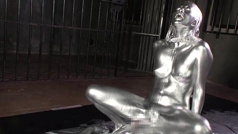 【おっぱい】金粉銀粉塗られて神々しくなってる黒ギャルならぬ金銀ギャルたちの金粉おっぱい画像集【80枚】 76