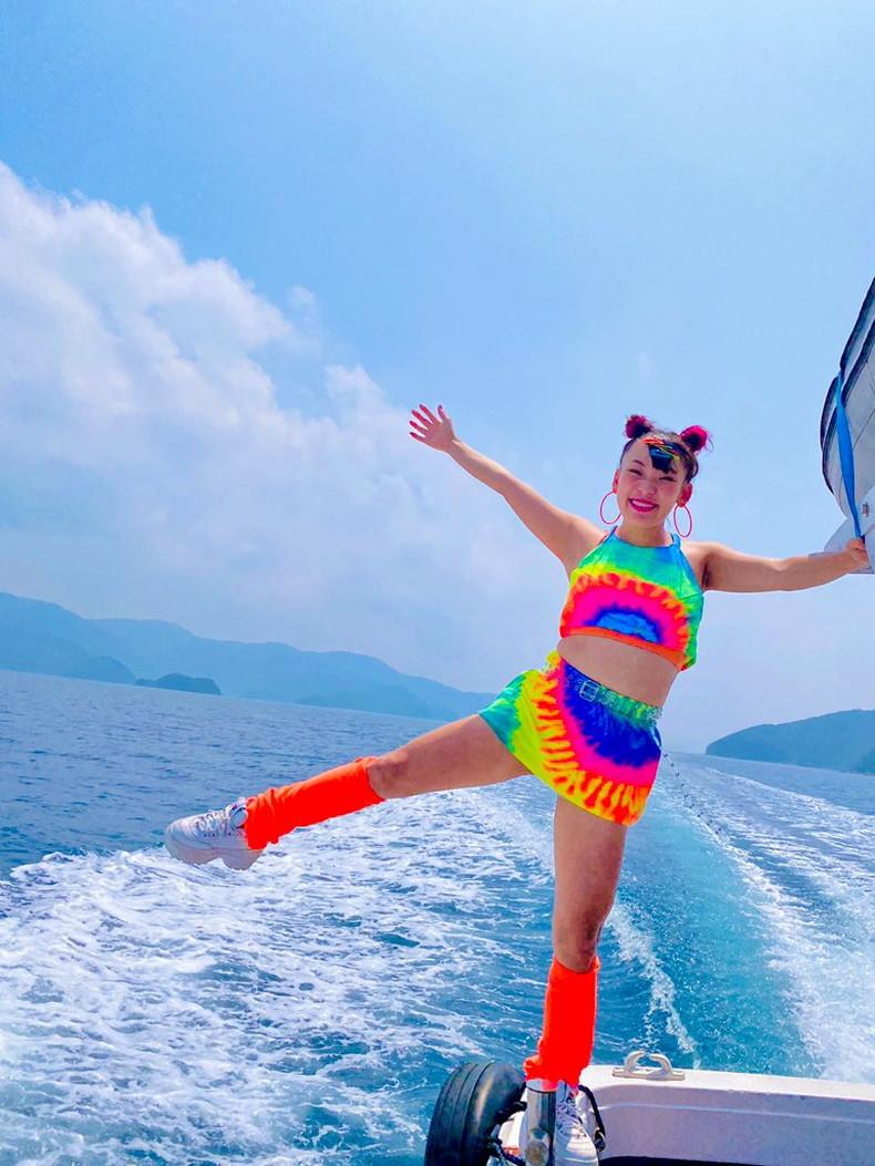 【おっぱい】スポーツブラ巨乳がエロ過ぎるユーチューバー芸人フワちゃんの胸チラおっぱい画像集!ww【80枚】 40