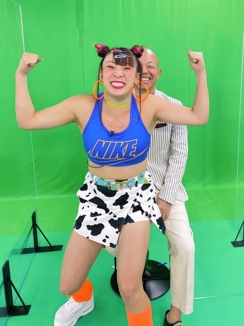 【おっぱい】スポーツブラ巨乳がエロ過ぎるユーチューバー芸人フワちゃんの胸チラおっぱい画像集!ww【80枚】 66