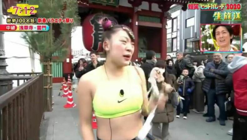 【おっぱい】スポーツブラ巨乳がエロ過ぎるユーチューバー芸人フワちゃんの胸チラおっぱい画像集!ww【80枚】 75